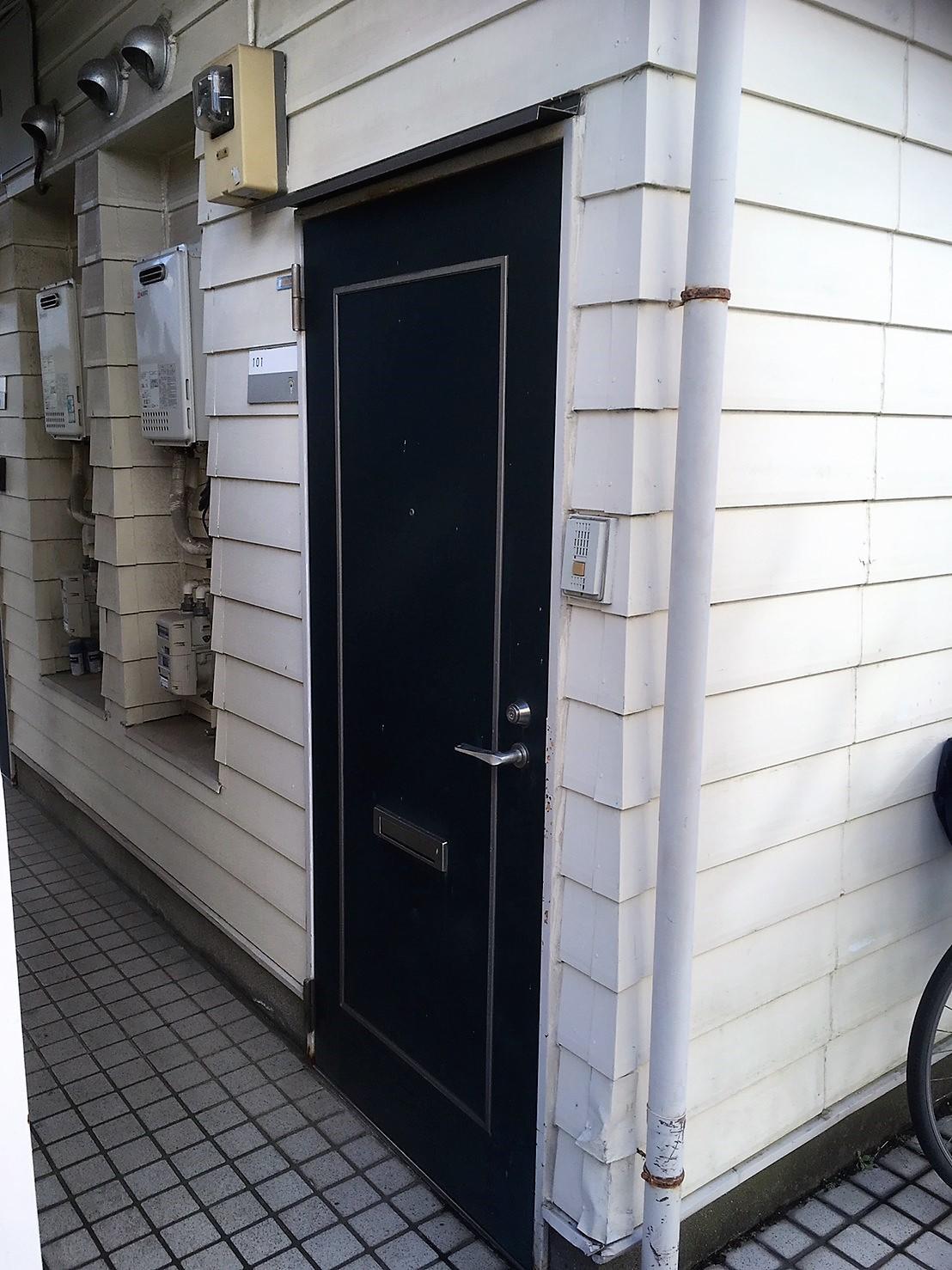 アパート玄関